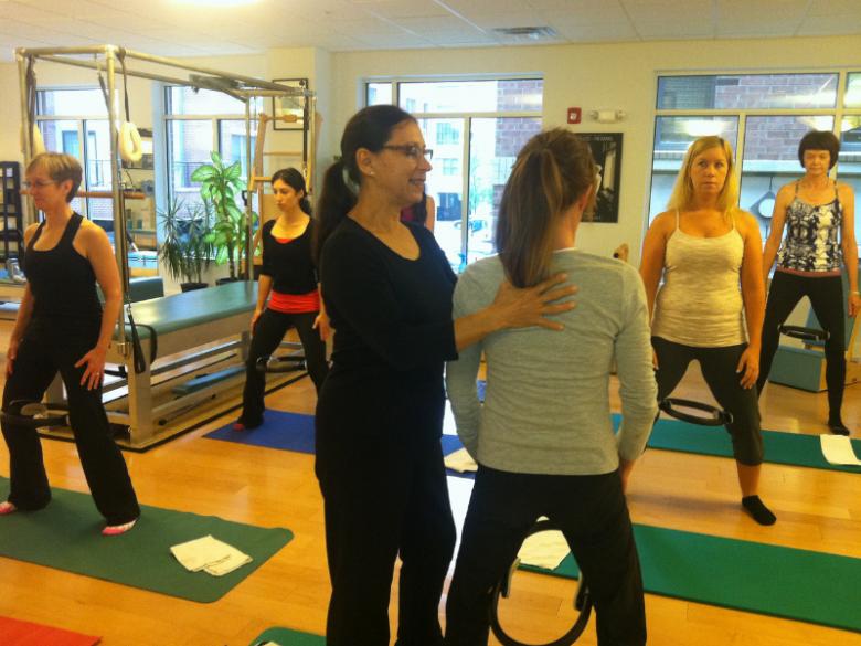 Pilates stärkt Körperbewusstsein am Boden ...